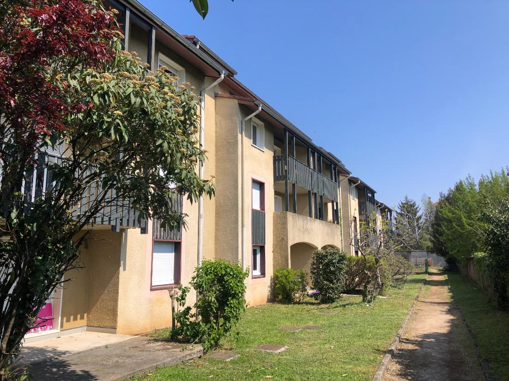 AMBERIEU EN BUGEY - Appartement T2 de 46 m²  avec balcon, cave et garage