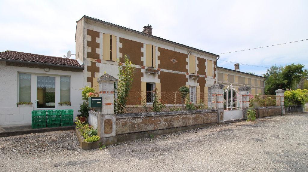 St Fort Sur Gironde  maison/gite type longère