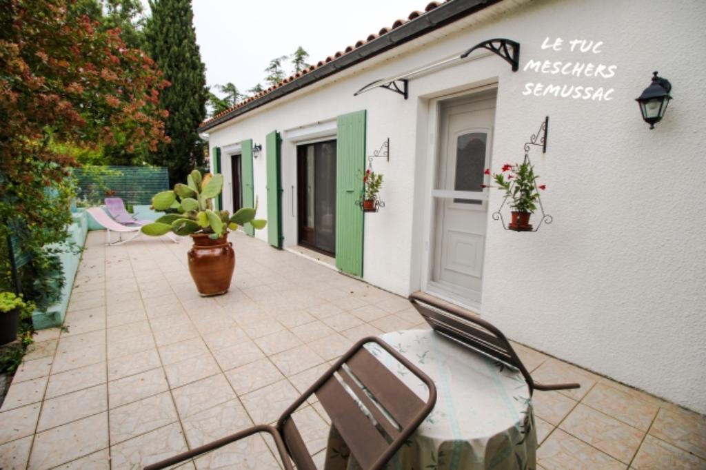 Meschers sur Gironde maison 200 m2 environ.