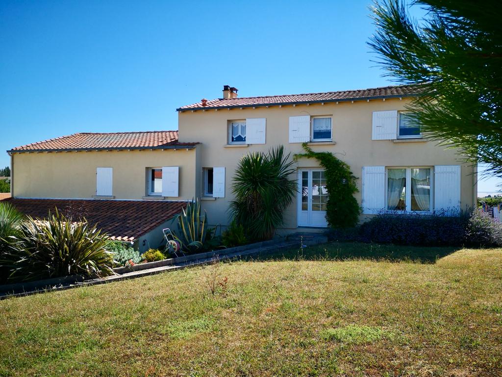 Villa 150 m2 piscine + dépendance