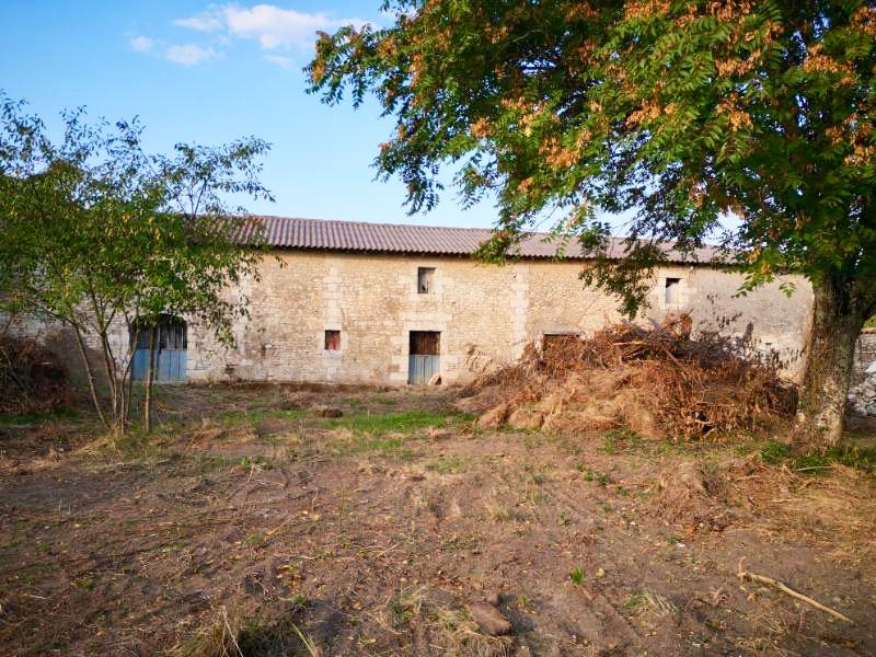 """Proche Mirambeau Maison """"Chai """" 250 m2 environ"""