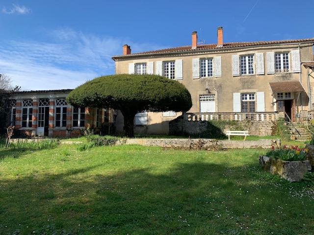 Maison Saint Claud 13 pièce(s) 400 m2