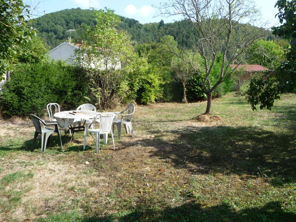 20 MN NORD DE MONTBRISON Maison avec jardin