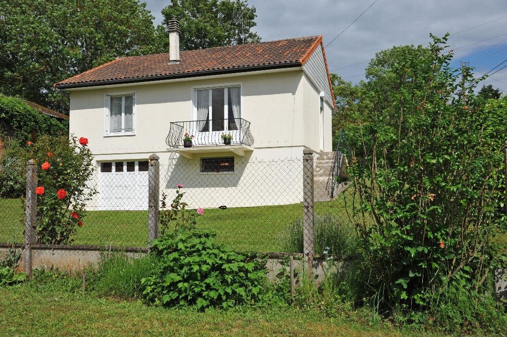 MAISON SAINT-PIERRE DE MAILLE COEUR DE BOURG 3 CHAMBRES BEAU TERRAIN DE 2585 M2