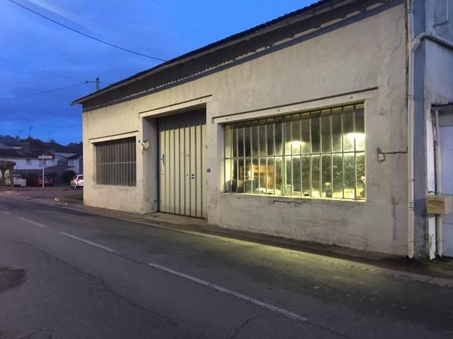 NEUVILLE DE POITOU CENTRE ENSEMBLE IMMOBILIER DE 345 M2  AVEC TERRAIN