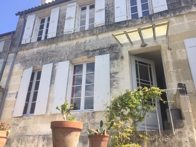 Saintes (17) centre ville rive gauche - Belle maison de ville