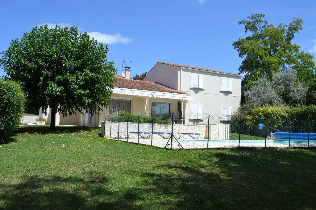 Maison Saintes (17) rive gauche avec piscine