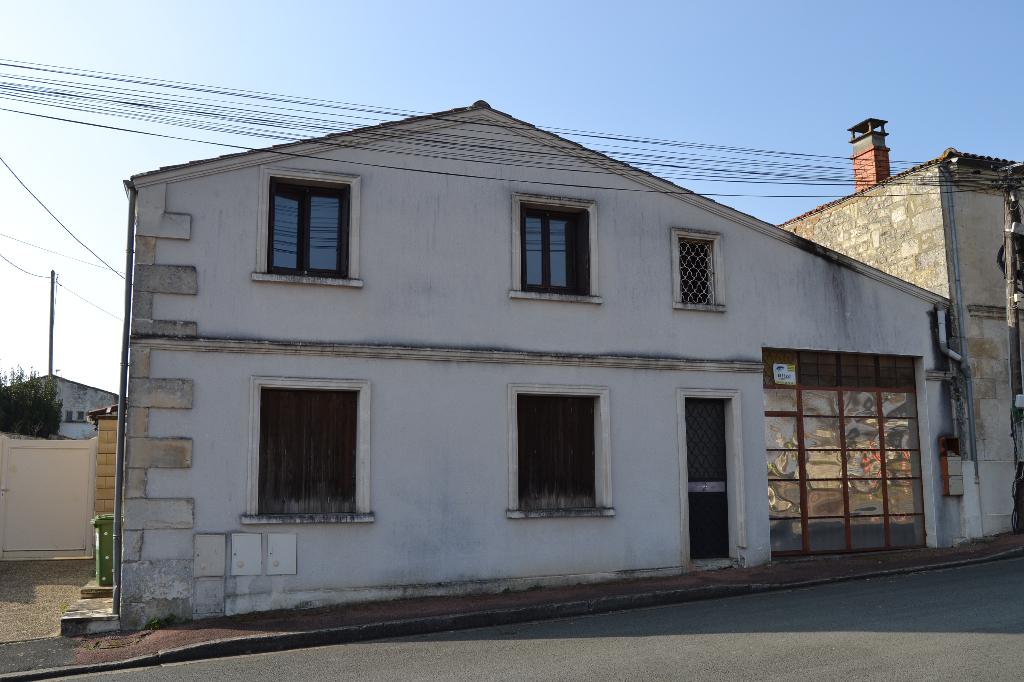 Ensemble immobilier à Saintes (17)