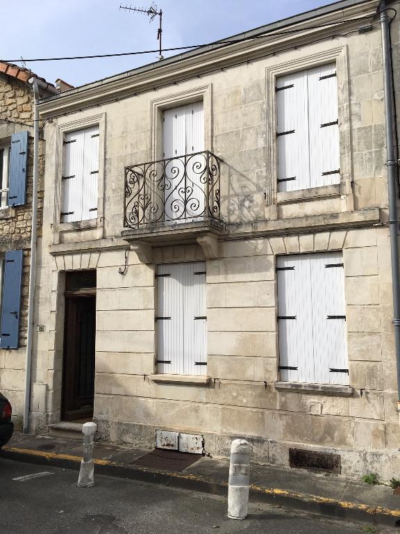 Maison de ville à Saintes (17) rive droite
