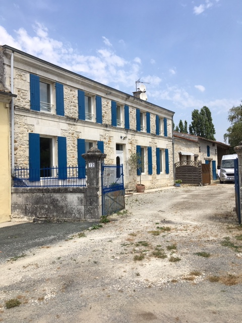 Maison charentaise à Geay (17)