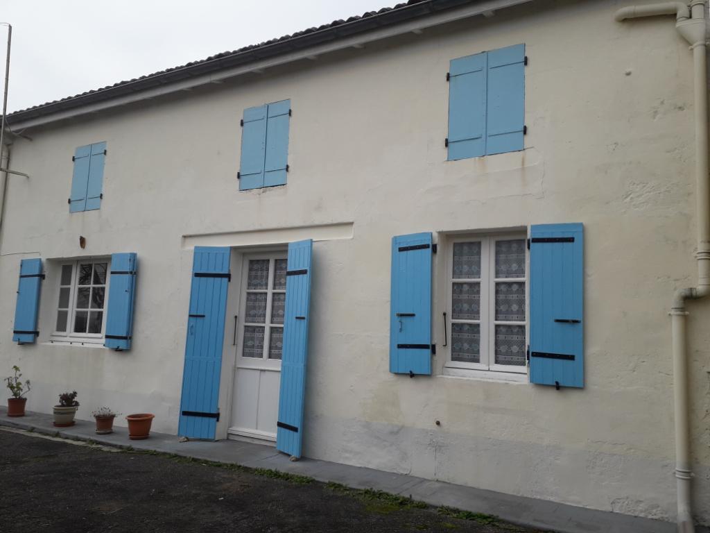 Maison charentaise à BERNEUIL (17)
