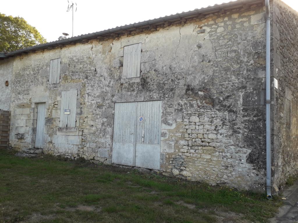 Maison charentaise aux portes de Saintes (17)