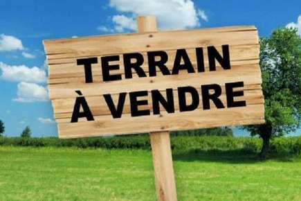 Terrain constructible de 710 m2 à Saint Sever de Saintonge (17)