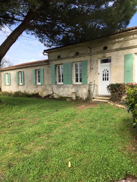 Maison charentaise proche de Gemozac (17) avec gîte et piscine