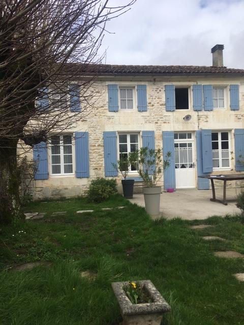 Maison charentaise proche de Saint Porchaire (17)
