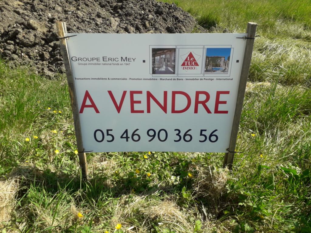 Terrain constructible à Asnieres La Giraud (17) de 800 m2
