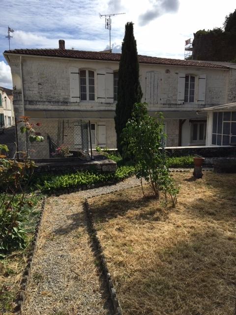 Maison de ville en pierre - Taillebourg (17)