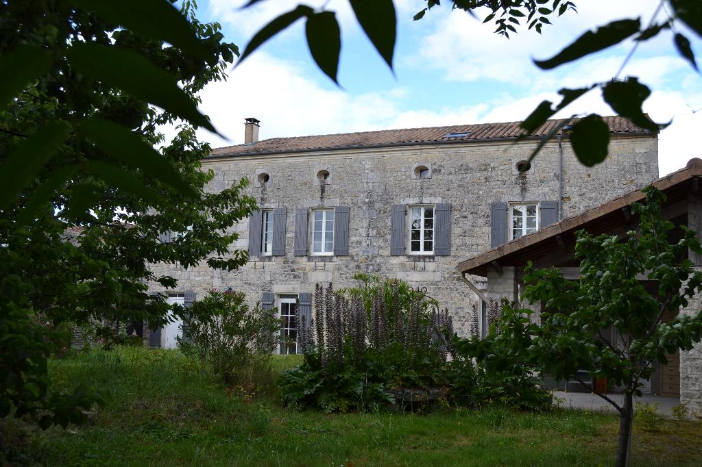 Maison  charentaise à 12 km de Saintes (17)