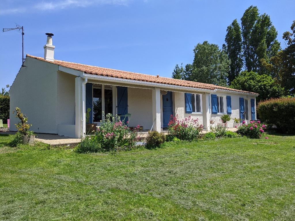 Maison de plain pied à Bussac Sur Charente (17)