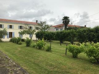 Maison charentaise avec piscine proche Tonnay Boutonne (17)