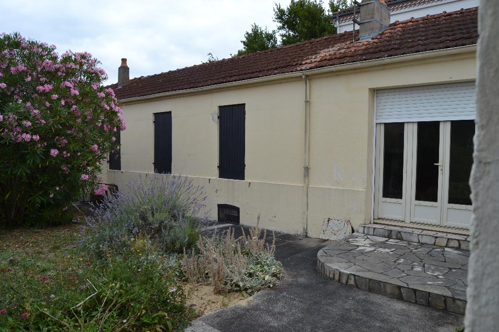 Maison à Saintes (17) rive droite de plain pied