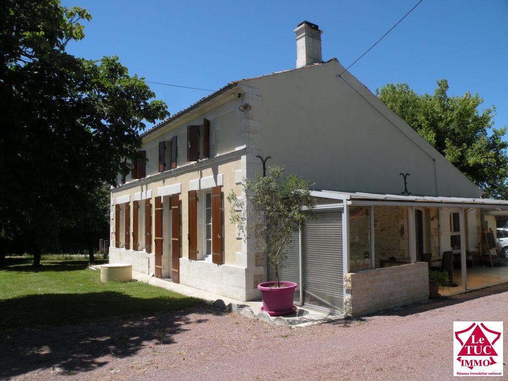 PROCHE ST CAPRAIS DE BLAYE Maison 160 m² sur 3 200 m²
