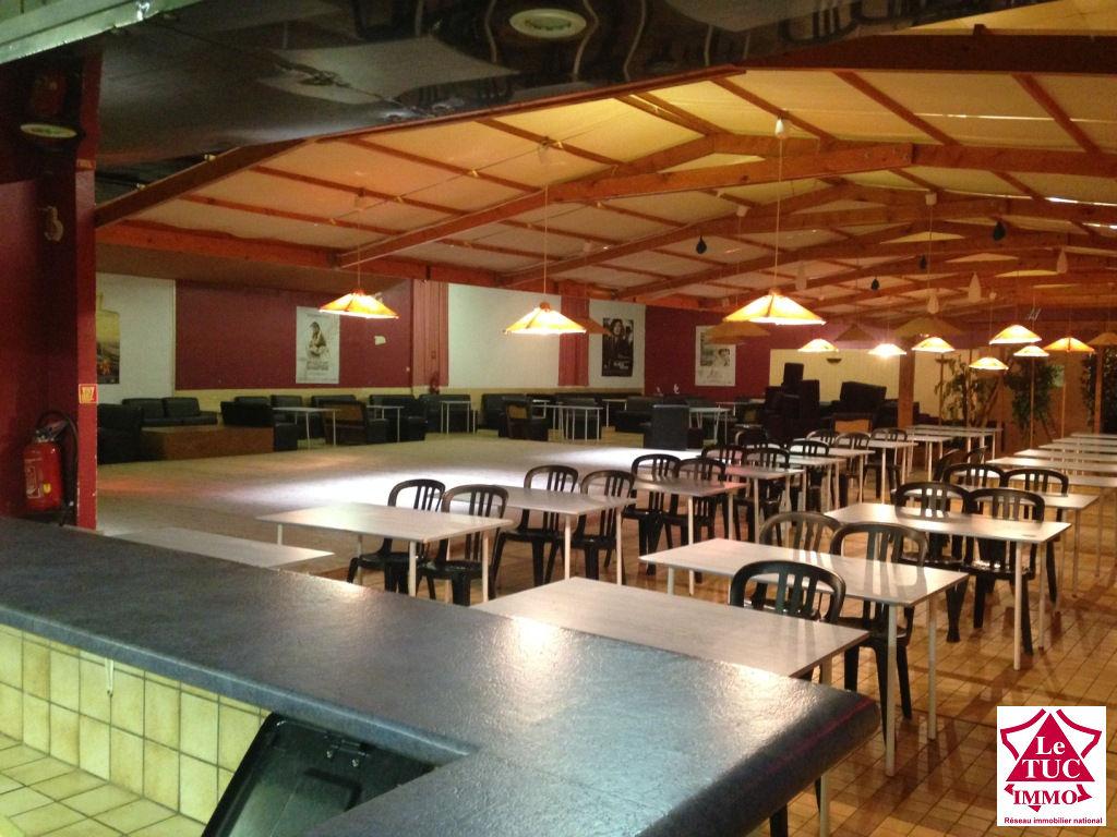 SAINT-SAVIN MAISON DE VILLE environ 670 m² de surfaces exploitables