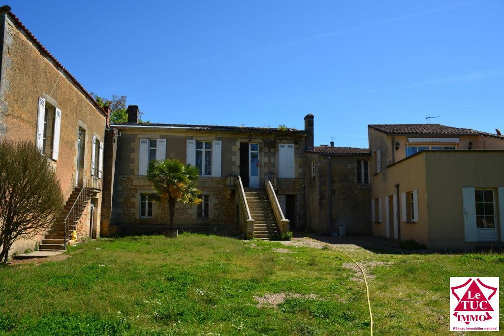 Immeuble Pierre divisé en logement pour rapport locatif