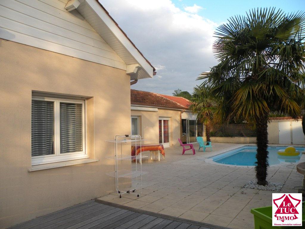 ENTRE REIGNAC ET MONTENDRE Maison 165 m² sur 1 540 m²