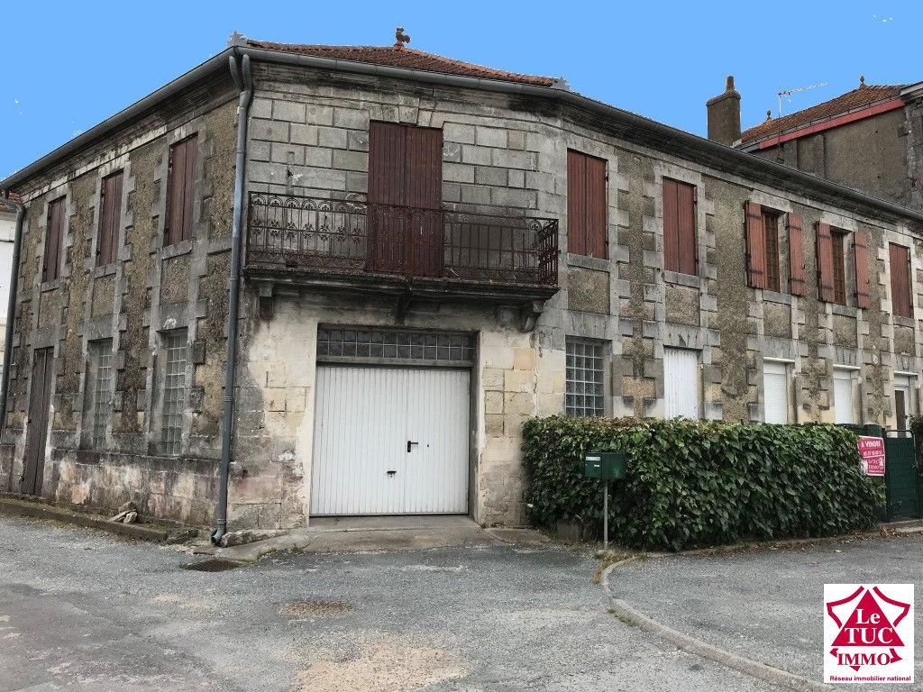 MARCILLAC Immeuble en pierres 133 m² avec T2 de 43 m²