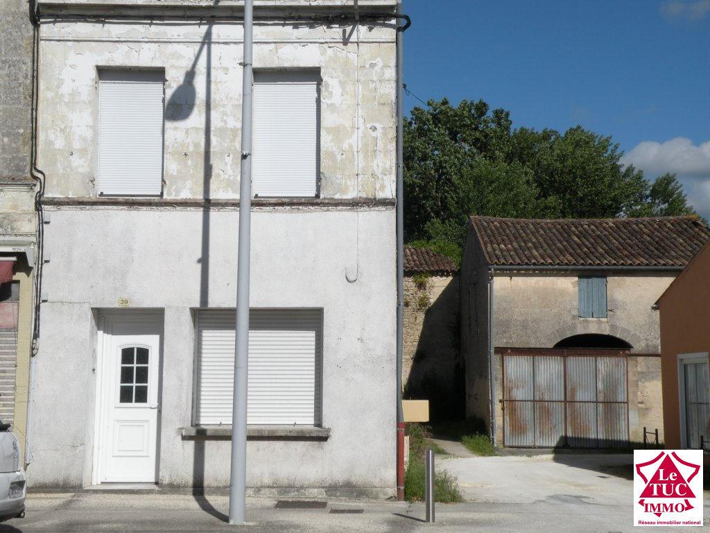 ETAULIERS Maison de bourg 115 m²  rénovée 3 chambres
