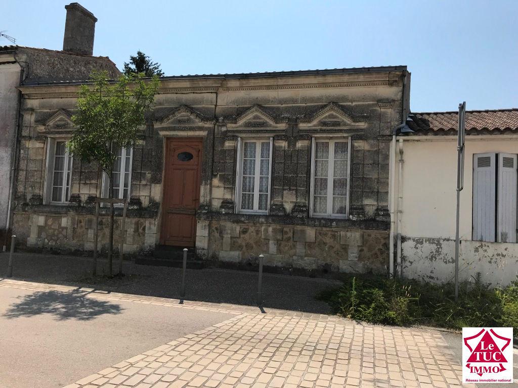 REIGNAC  Maison de bourg  plain pied 180 m² sur 3 300 m²