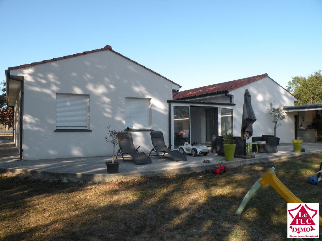 MONTENDRE Maison plain pied 165 m² sur 3 120 m²