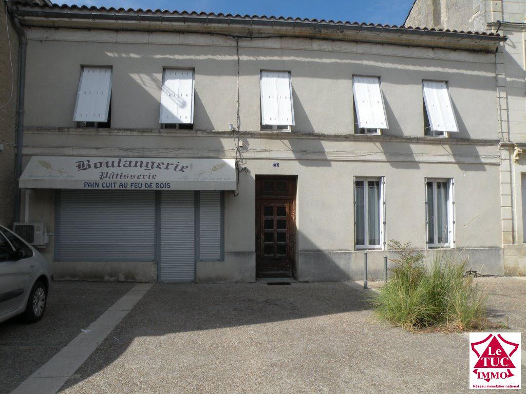 REIGNAC  Immeuble 140 m²  et dépendance: habitation e, commerce et fonds de commerce