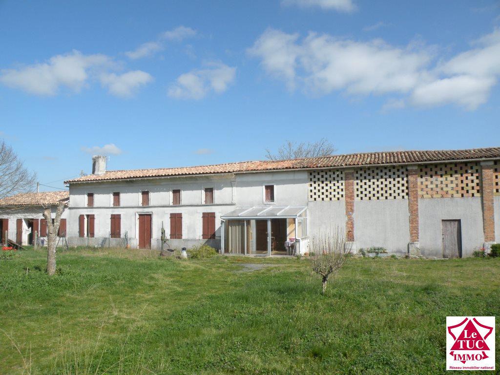 REIGNAC  Maison 85 m² et maison louée 90 m² sur 65 565 m²