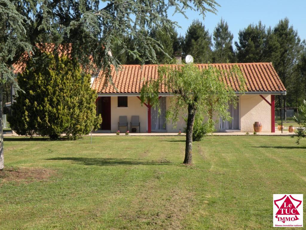 REIGNAC Maison 105 m², T2 non attenant, dépendances sur 64 000 m²
