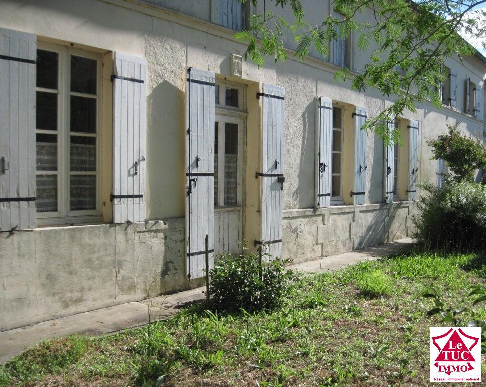 REIGNAC  Maisons attenantes 180 m²  avec dépendances sur 5 740 m²