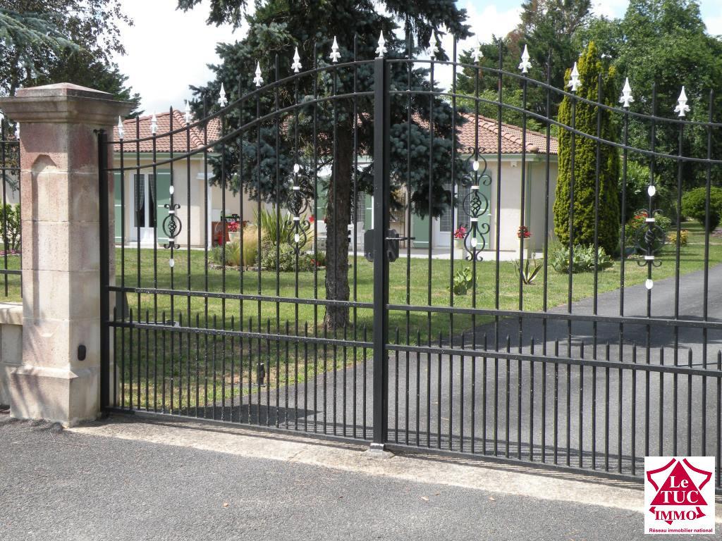 ST CIERS /GDE Maison plainpied  170 m² 5 chambres  sur 5 934 m²