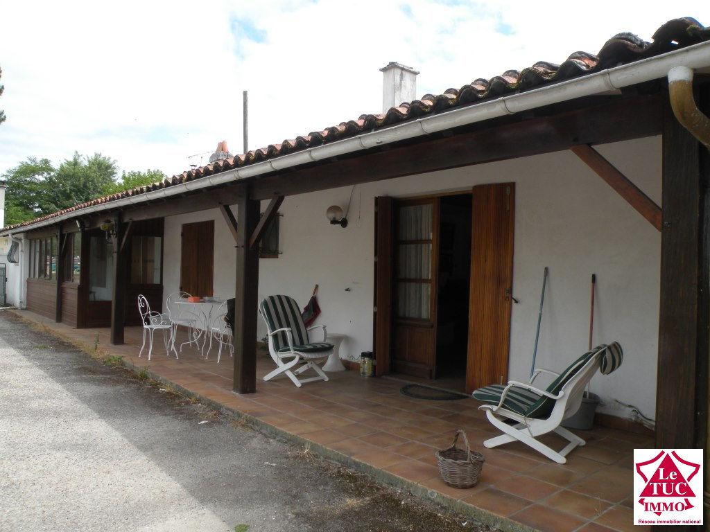 DONNEZAC Maison 170 m²  avec dépendances sur 4 750 m²