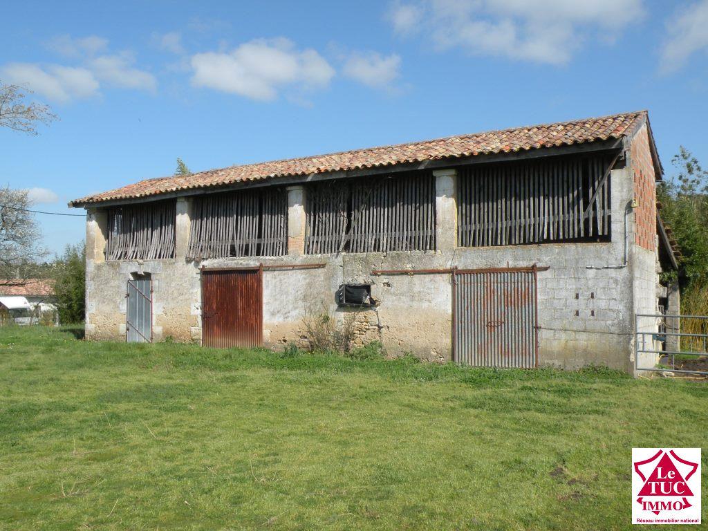 REIGNAC Grange  et hangar attenant sur 1 000 m²