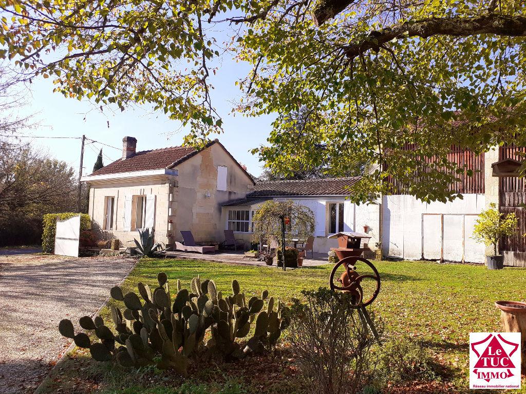 SAINT CHRISTOLY DE BLAYE Maison en pierre et dépendances