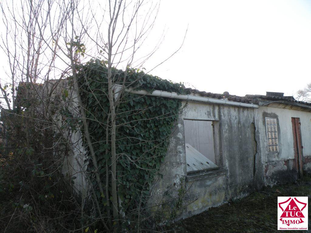 MARCILLAC Ensemble de trois maisons  sur 479 m²