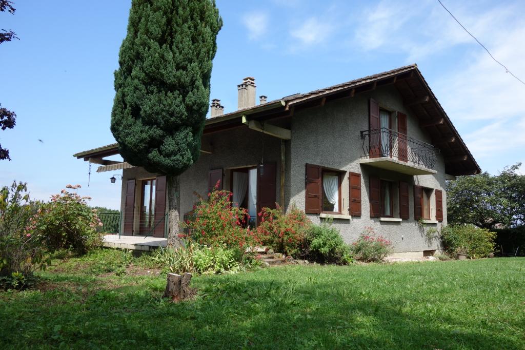 Maison de caractère de 158 m² édifiée sur un terrain de 1090 m²