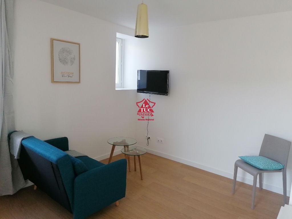 Appartement  1 pièce(s) meublé de 17 m2 avec balcon en rez de chaussée