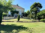 Lot et Garonne, Monflanquin 47150 Maison de Maître avec piscine et 3 Granges, potential gîte 1/18