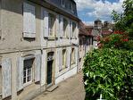 HAUTE-VIENNE (87).  SAINT-YRIEIX-LA-PERCHE.  Superbe maison de ville de cinq chambres avec jardin privé et potentiel d'un revenu 1/15