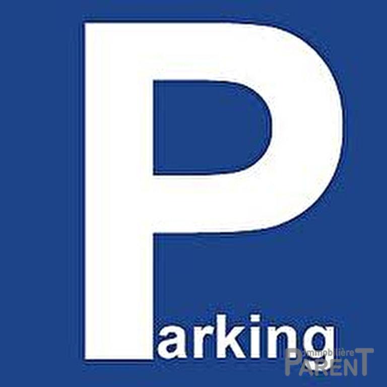 Parking extremement bien situé.