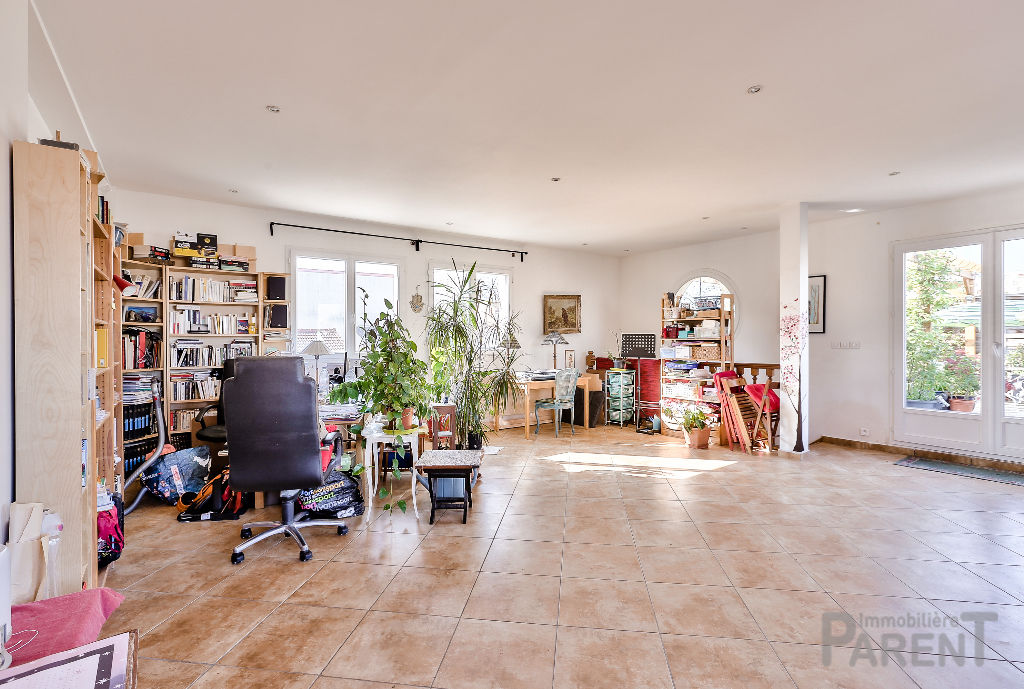Malakoff : Maison 344 m² avec terrasses.
