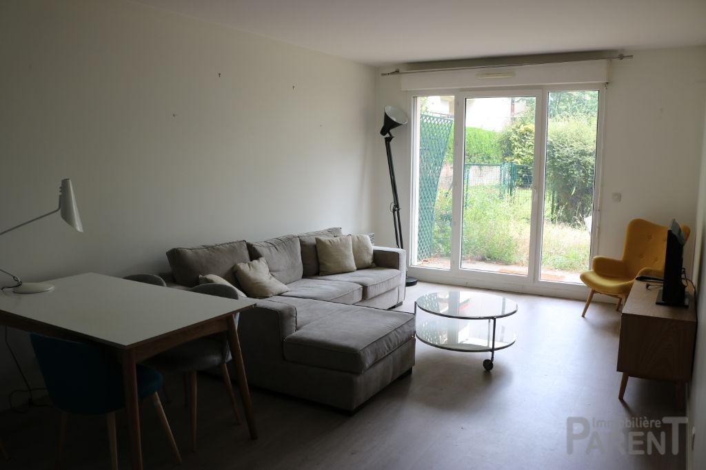 ISSY - Paris 15 - Beau 2 pièces de 55 m2 avec 37 m2 de jardin, cave et parking