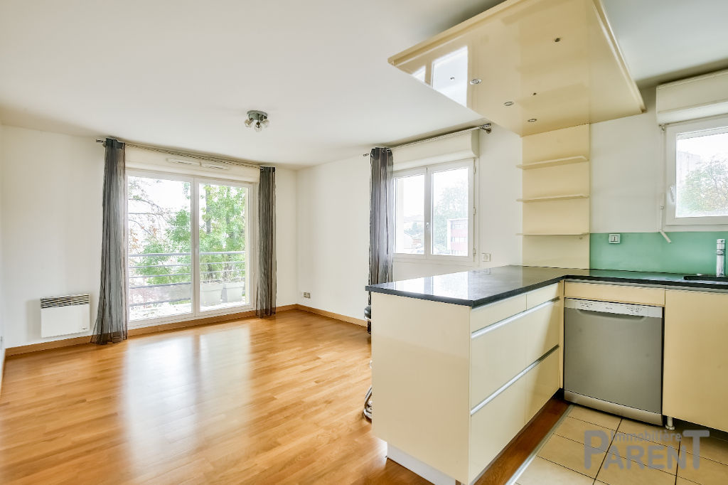 Appartement  2 pièce(s) 48 m²//Balcon//parking et cave
